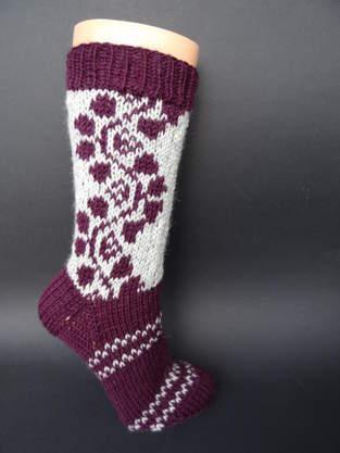 Makerist - Socken mit Rankenmuster - 1