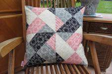 Makerist - Patchworkkissen in rosa-schwarz-grau - 1