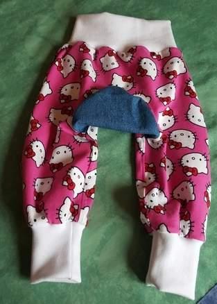 Monkey-pants und Wickeljäckchen