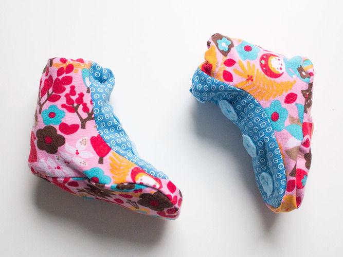 Makerist - Babyschühchen aus farbenfrohen Stoffen - Nähprojekte - 1