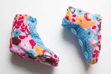 Makerist - Babyschühchen aus farbenfrohen Stoffen - 1