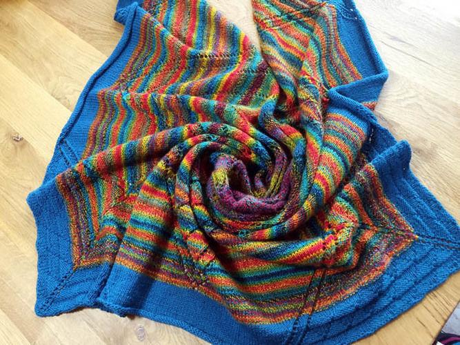 Makerist - Lace-Tuch: Traum in Bunt - Nähprojekte - 1