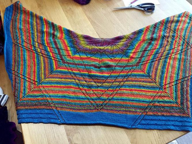 Makerist - Lace-Tuch: Traum in Bunt - Nähprojekte - 2