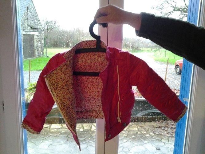 Makerist - ensemble fillette jupe et blouson type perfecto tissus matelasse et tissus liberty pour Emma - Créations de couture - 2