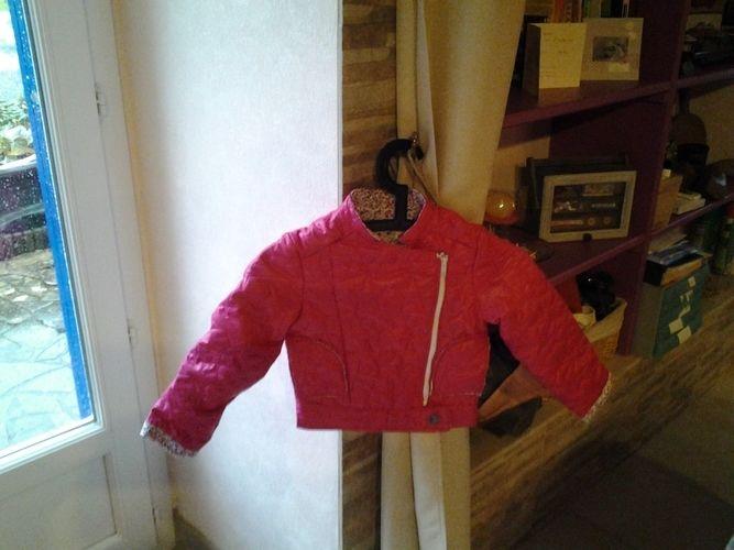 Makerist - ensemble fillette jupe et blouson type perfecto tissus matelasse et tissus liberty pour Emma - Créations de couture - 3