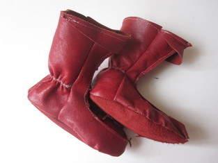 Elfenstiefel aus rotem Leder