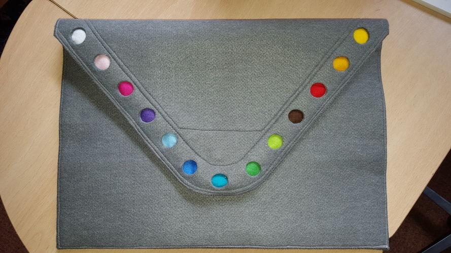 Makerist - Laptoptasche aus Filz für die Freundin meines Sohnes - Filzprojekte - 1
