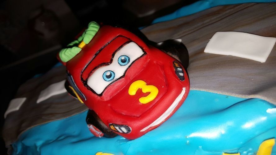 Makerist - Cars Motiv Torte - Torten, Cake Pops und Cupcakes - 2