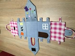 Puppenhaus aus alten Jeans