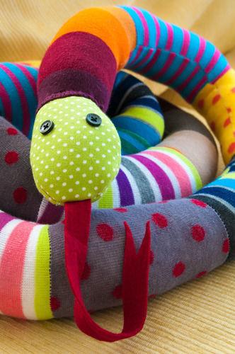 Makerist - Mr. Kuschelsnake aus bunten Socken für kleine Rabauken - Nähprojekte - 1
