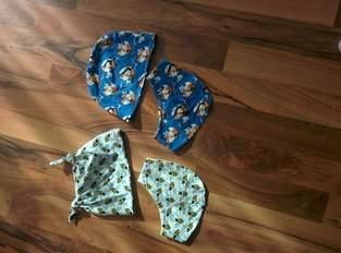Mützen mit entsprechenden Tüchern